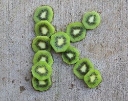 "Kiwi slices arranged in the letter ""K"""
