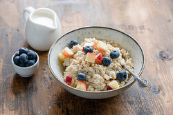 oatmeal with blueberries and peaches