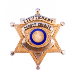 The badge of a lieutenant deputy sheriff.
