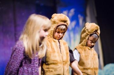 Little actors onstage.
