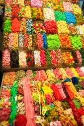 There is enow candy.