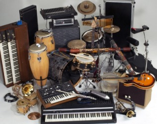 Many different musical instruments.