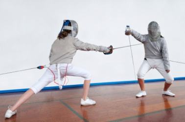 A fencer lunges at her opponent.