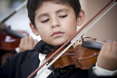 A child musical prodigy playing the violin.