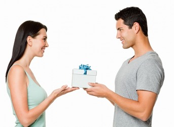 After Alexandra hurt her boyfriend's feelings, she tried to propitiate by giving him a gift.