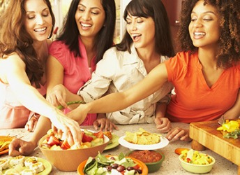 A good way to feel satiety and eat healthy while at a party is to fill your plate with vegetables first.