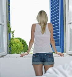 She opened the shutters to let some fresh air into the room.