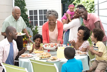 The two siblings bring their spouses and children to celebrate the holidays at their parents' house.