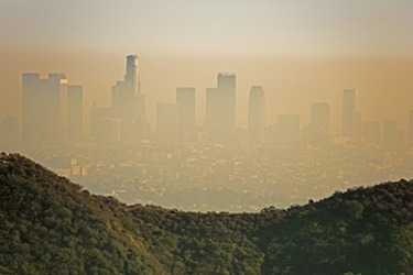The smaze in the air over the city of Los Angeles contains small particles of health damaging pollution that can worsen asthma and other respiratory illnesses.