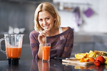 Carrie drinks a healthy smoothy every morning using only organic fruits and vegetables.