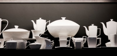 A display of modern chinaware.
