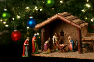Figures depicting the birth of Christ under a Christmas tree.