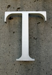 The letter T.