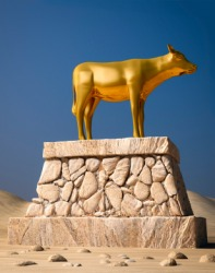 An idol in the shape of a golden calf.