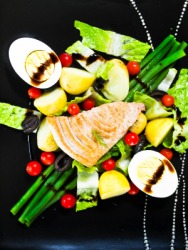 A delicious plate of salade nicoise.