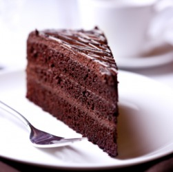 This chocolate cake looks yum-yum!