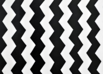 A zigzag pattern.