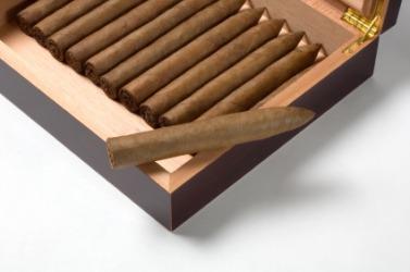 A box of maduro cigars.