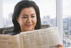 I read the newspaper every day.